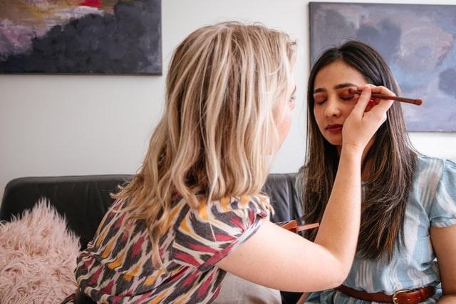 Jak przygotować skórę do makijażu?