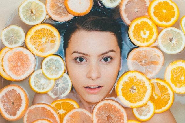 Dlaczego jest ważne odpowiednie nawilżenie twarzy?